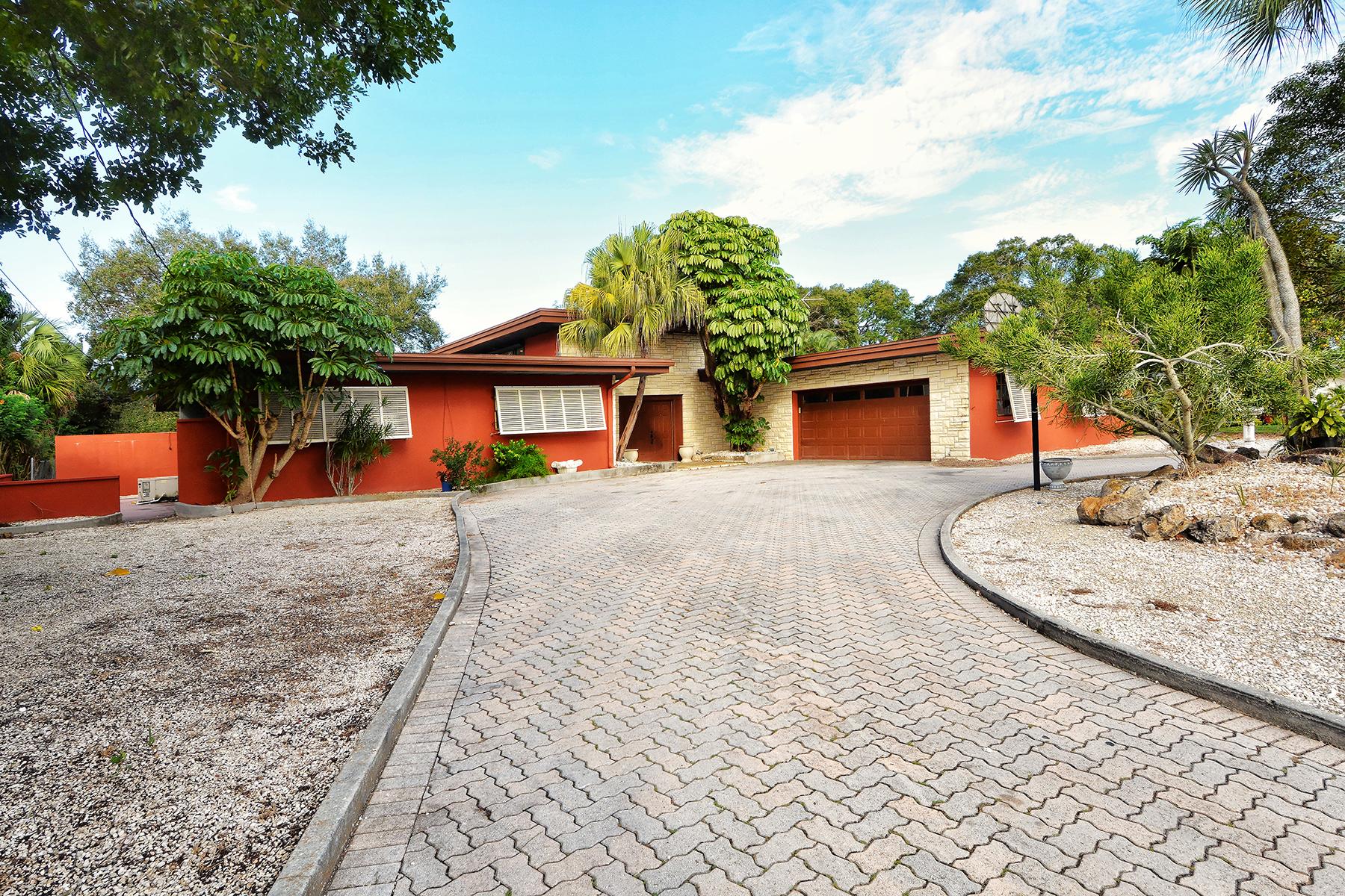 Villa per Vendita alle ore SOUTHGATE 2612 Tanglewood Dr Sarasota, Florida, 34239 Stati Uniti