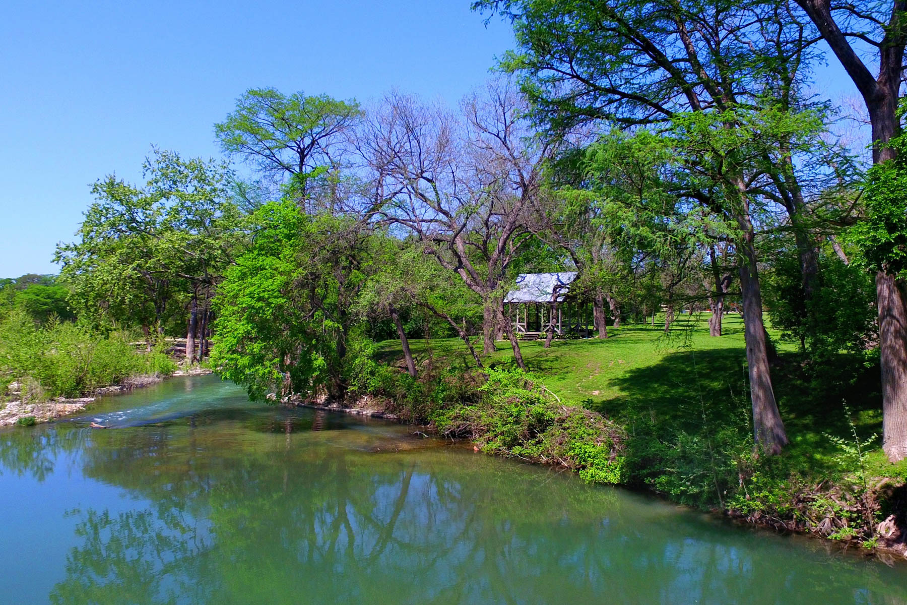 Vivienda unifamiliar por un Venta en Gruene River Guest House on the Guadalupe River 1230 Sleepy Hollow New Braunfels, Texas 78130 Estados Unidos