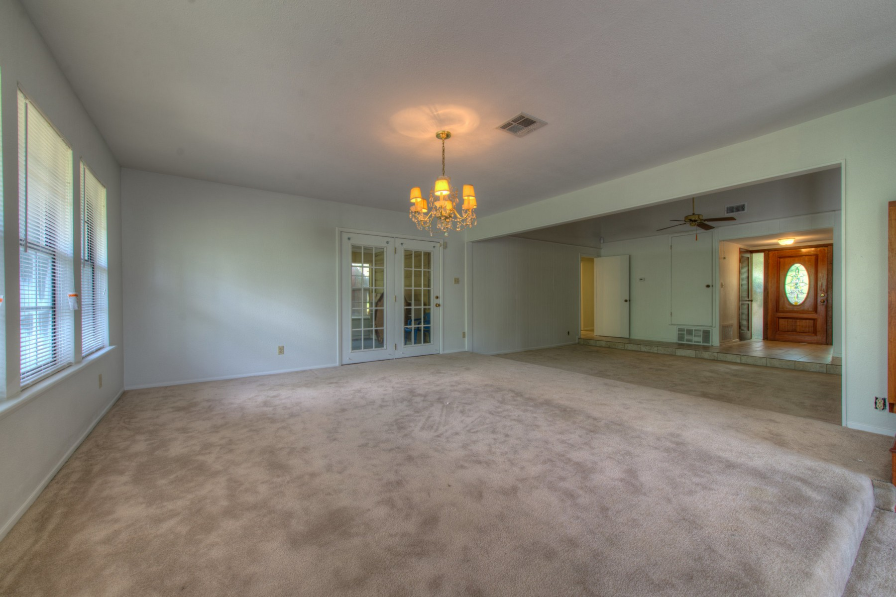Additional photo for property listing at Great Lease Opportunity 6802 Kings Pt Austin, Texas 78723 United States