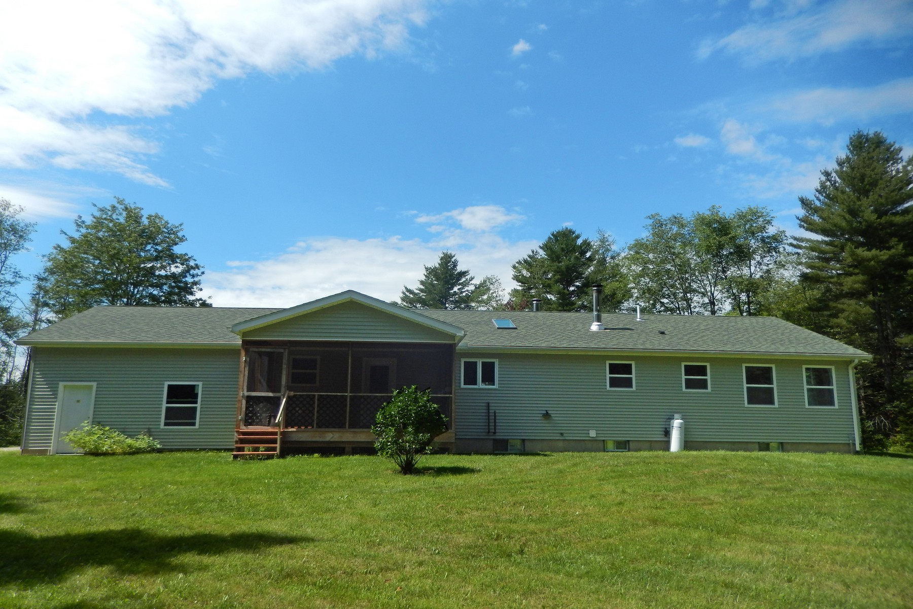 Casa Unifamiliar por un Venta en Newly Built Ranch on 11+ Acres 2083 Hortonville Rd Mount Holly, Vermont, 05758 Estados Unidos