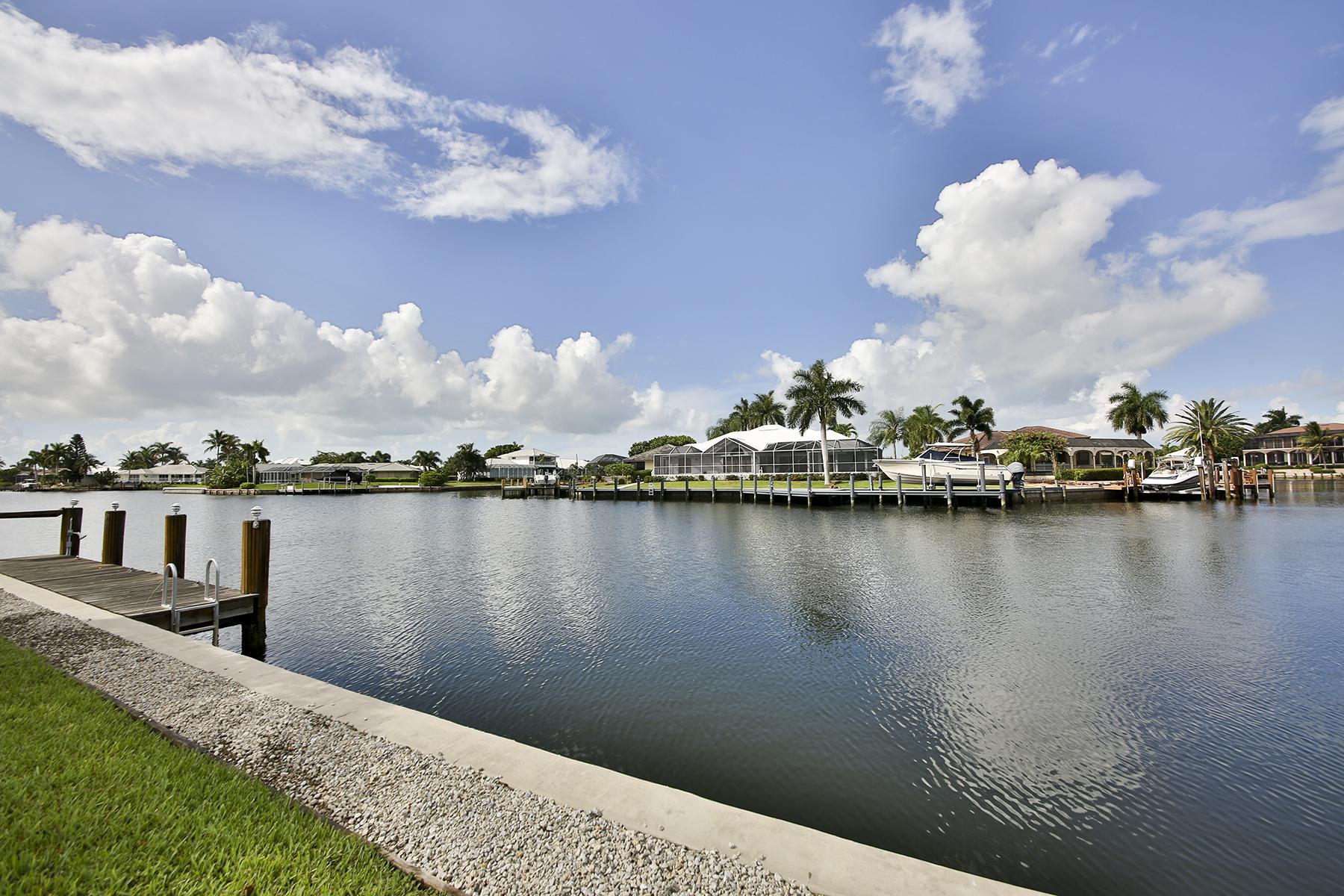 Maison unifamiliale pour l Vente à MARCO ISLAND - CORAL COURT 180 Coral Ct Marco Island, Florida 34145 États-Unis