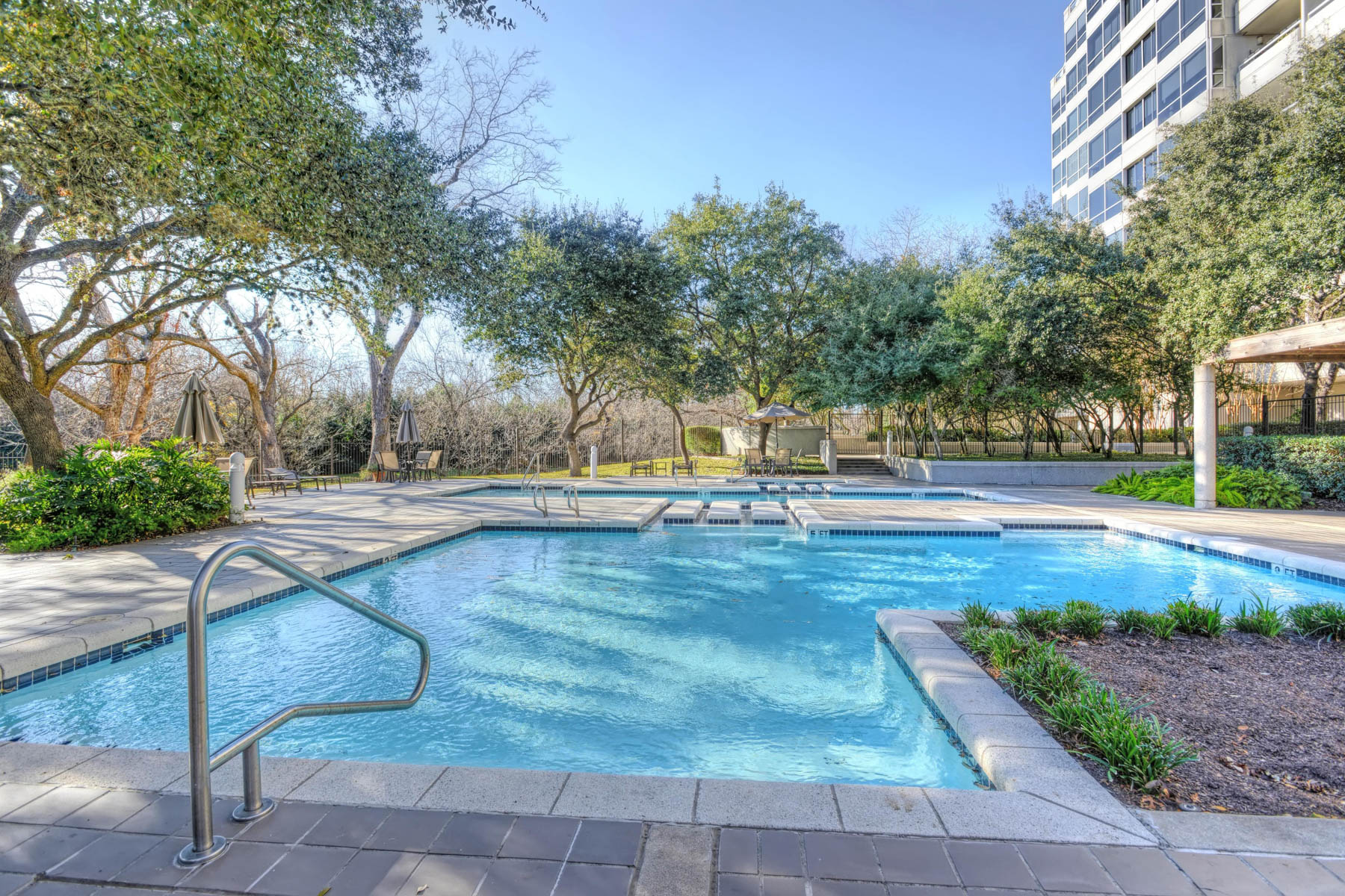 Additional photo for property listing at Pied-A-Terre in Alamo Heights 200 Patterson Ave 114A San Antonio, Texas 78209 Estados Unidos