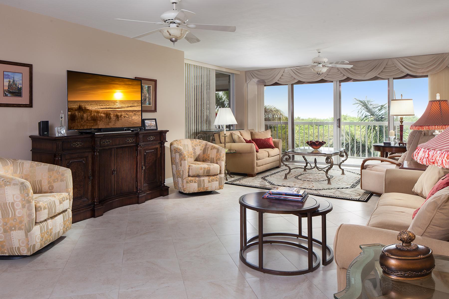 Condominio por un Venta en 6585 Nicholas Blvd , 401, Naples, FL 34108 6585 Nicholas Blvd 401 Naples, Florida 34108 Estados Unidos
