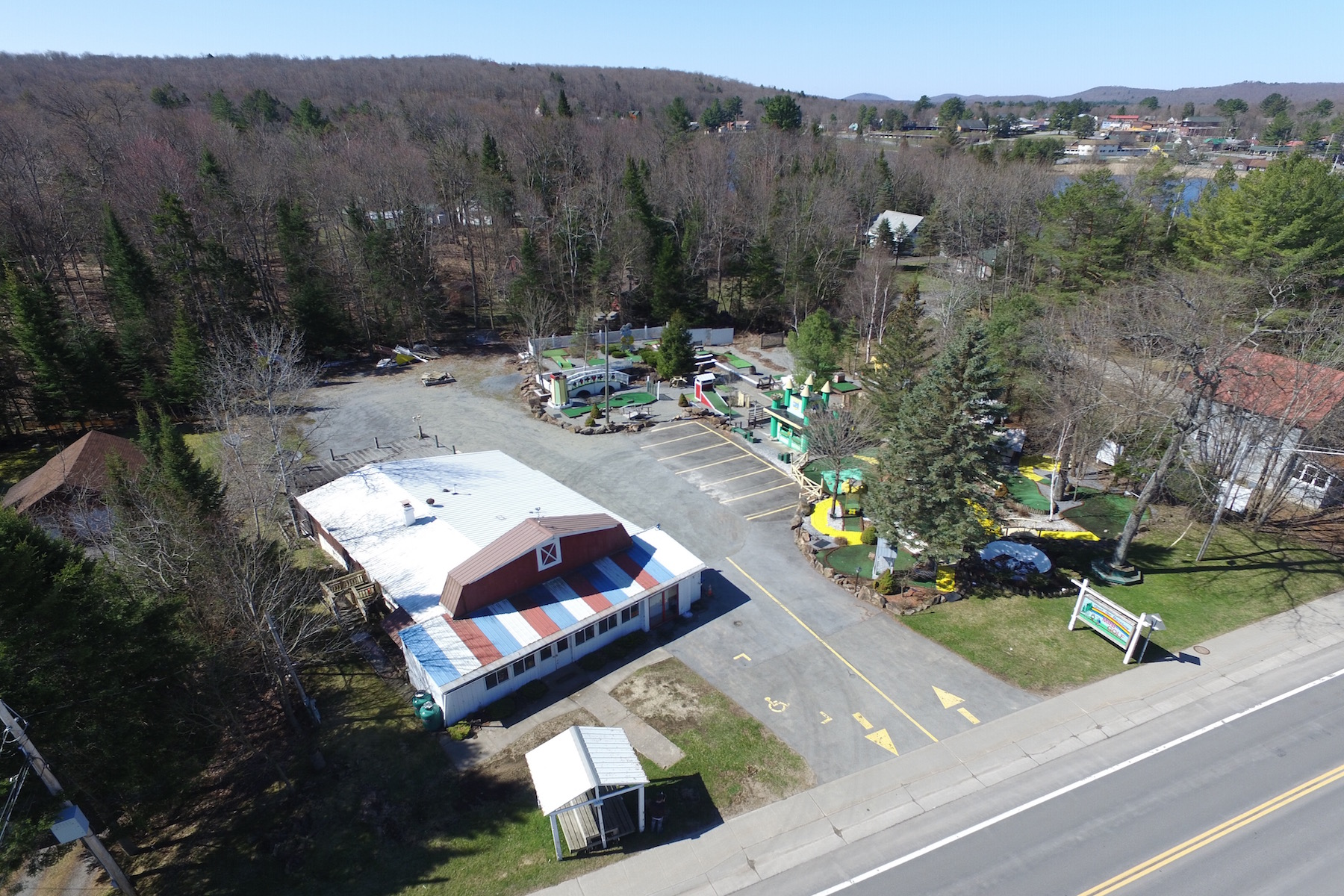 Additional photo for property listing at Mixed-Use Property in Adirondack Park 3230  Nys Route 28 旧福格, 纽约州 13420 美国