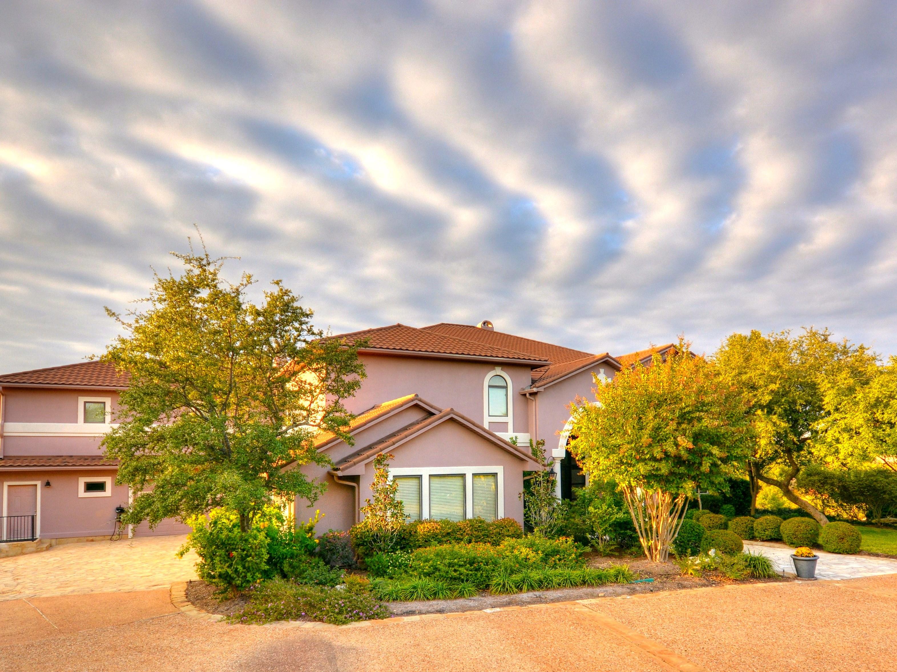 Nhà ở một gia đình vì Bán tại 10901 W Highway 71, Austin Austin, Texas 78735 Hoa Kỳ