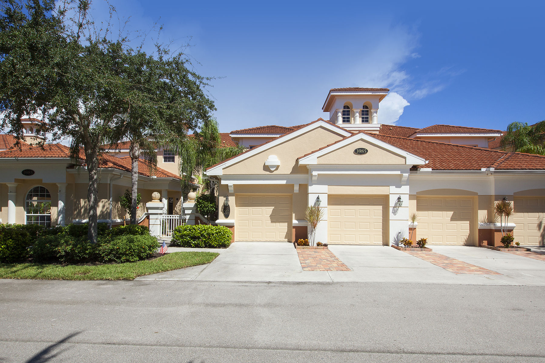 Appartement en copropriété pour l Vente à FIDDLER'S CREEK - DEER CROSSING 3985 Deer Crossing Ct 201 Naples, Florida, 34114 États-Unis