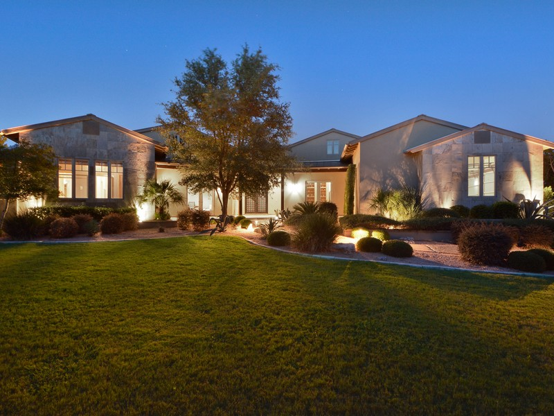 Additional photo for property listing at Classic Contemporary on Over an Acre 8520 Calera Dr Austin, Texas 78735 United States