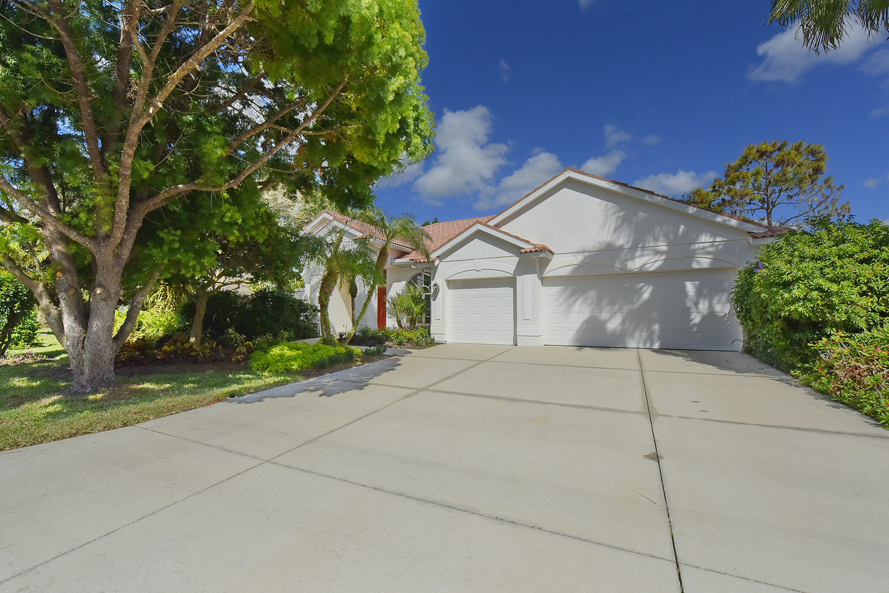 Частный односемейный дом для того Продажа на RIVENDELL 1069 Mallard Marsh Dr Osprey, Флорида 34229 Соединенные Штаты
