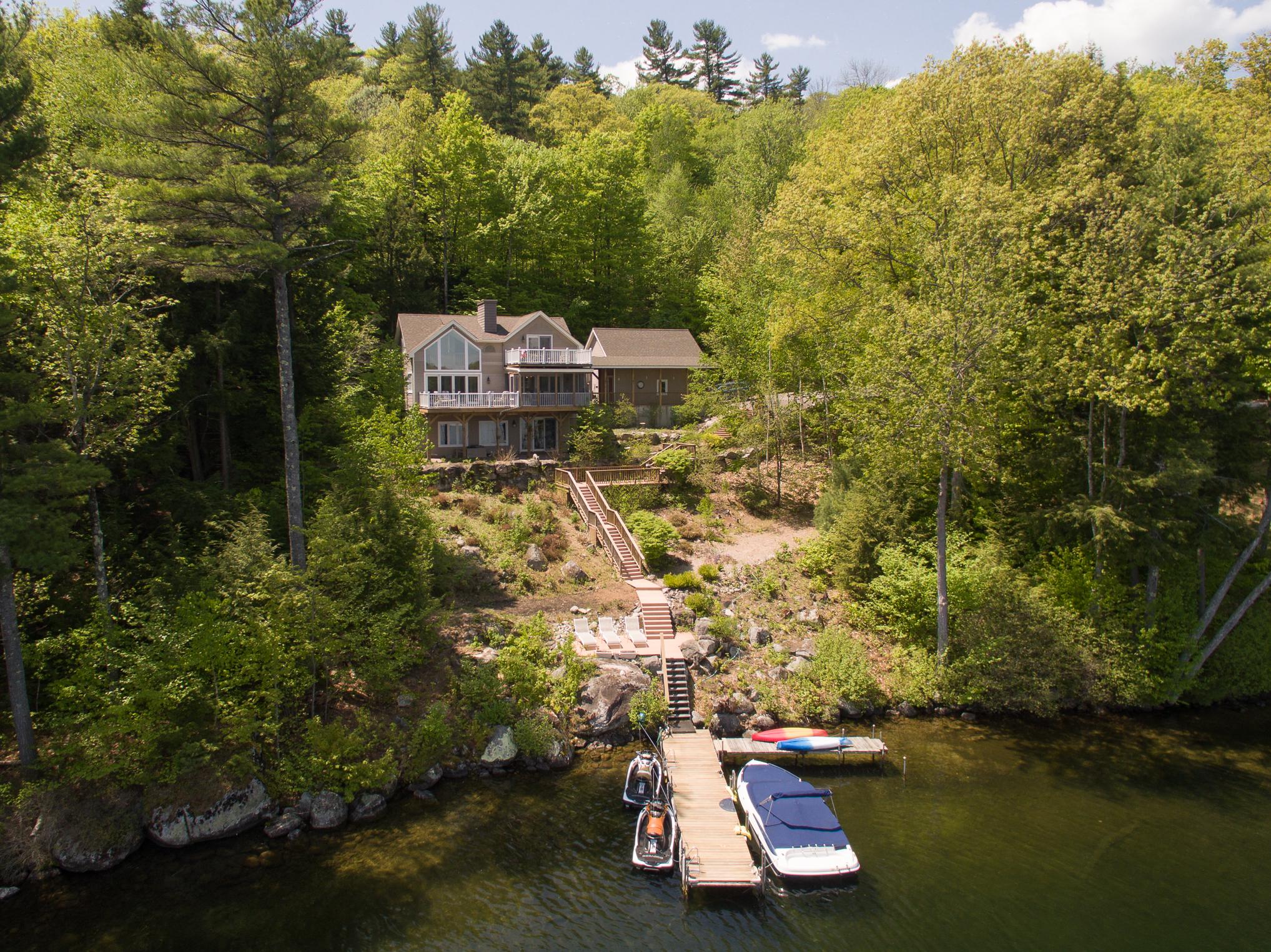 Maison unifamiliale pour l Vente à 96 Swain Rd, Meredith Meredith, New Hampshire, 03253 États-Unis