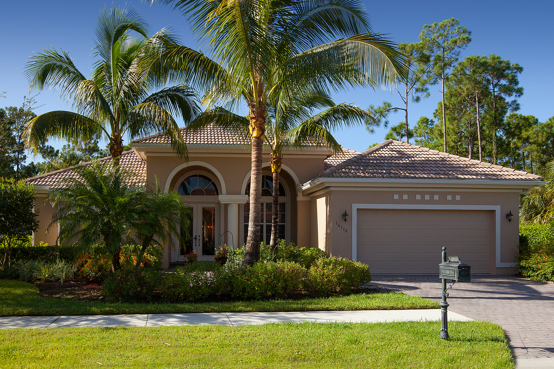 Single Family Home for Sale at DELASOL 16112 Parque Ln Naples, Florida 34110 United States