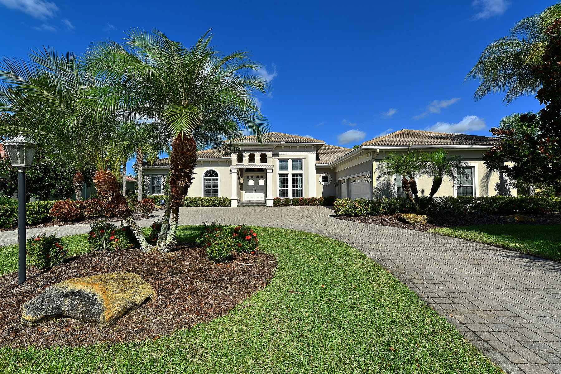 Single Family Home for Sale at LAKEWOOD RANCH - TEAL CREEK 12807 Forsgate Pl Lakewood Ranch, Florida 34202 United States