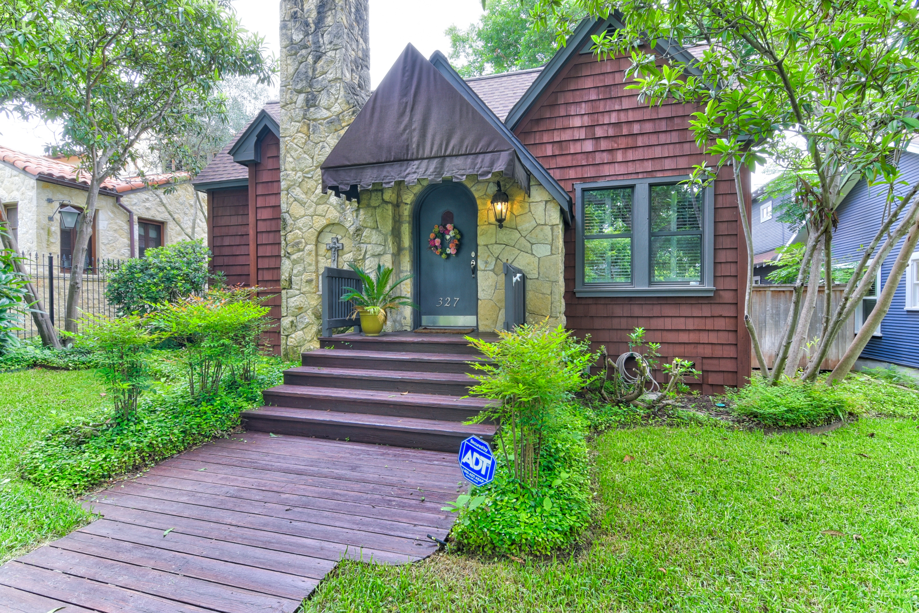 sales property at Charming Cottage in Alamo Heights