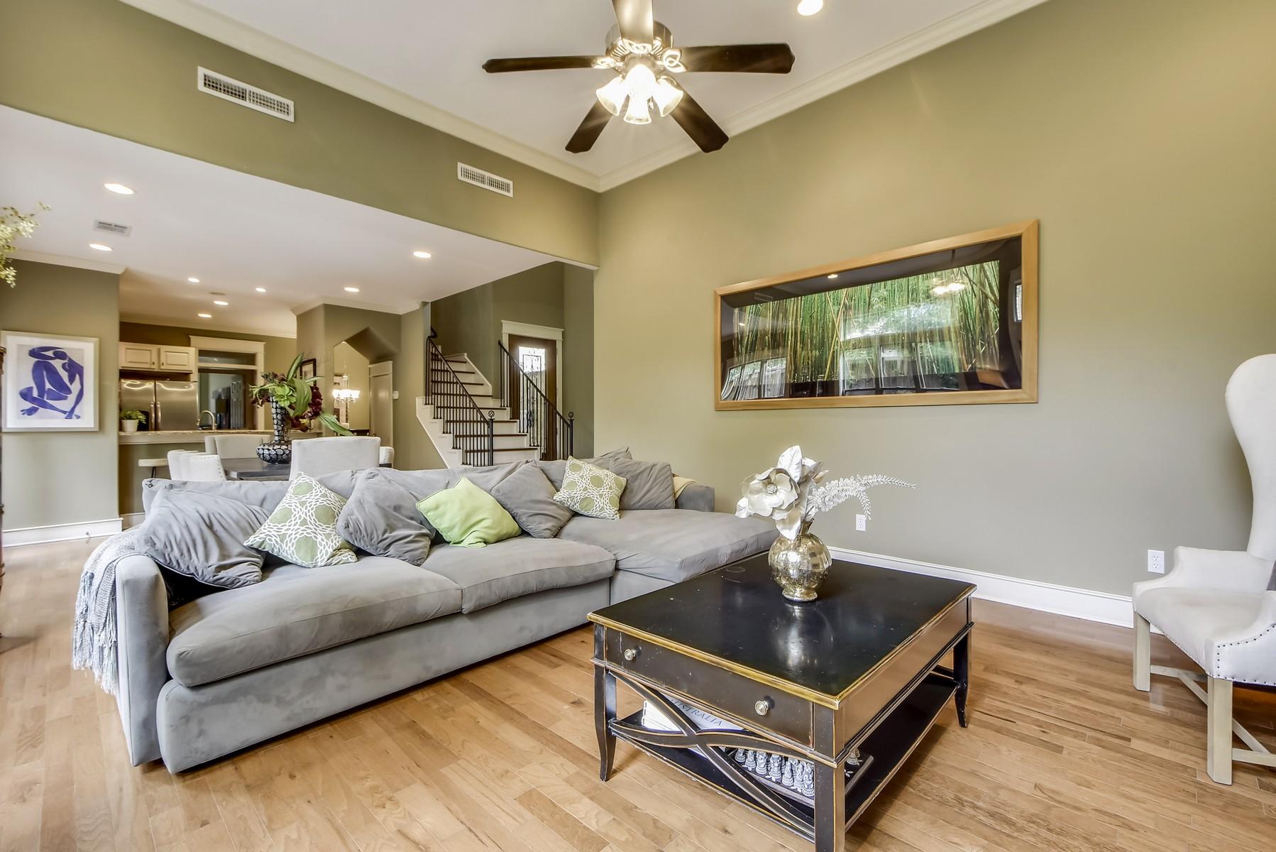 Additional photo for property listing at Fabulous Jim Hogg Condo 5600 Jim Hogg Ave B Austin, Texas 78756 United States
