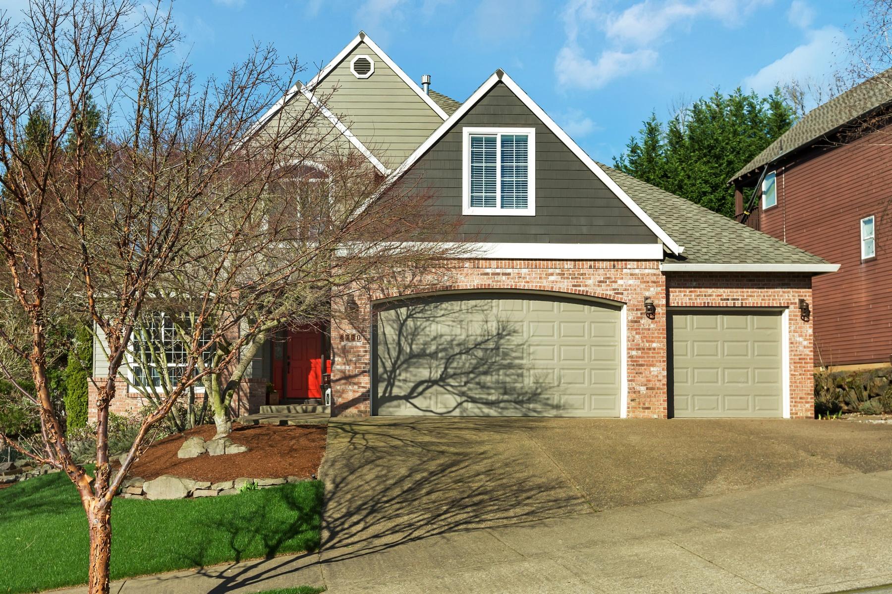 独户住宅 为 销售 在 4730 COHO, WEST LINN 4730 COHO Ln West Linn, 俄勒冈州, 97068 美国
