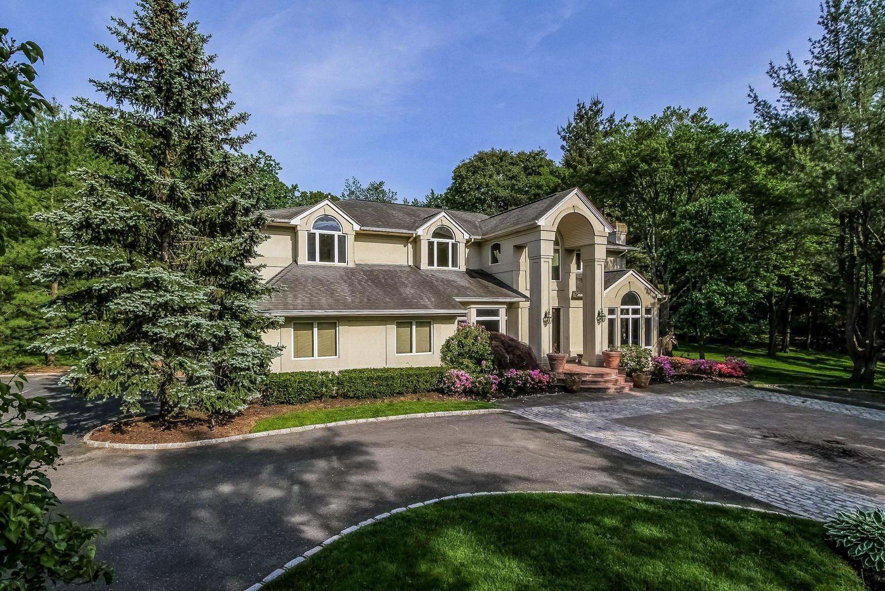 一戸建て のために 売買 アット Colonial 2 Overlook Dr Laurel Hollow, ニューヨーク 11791 アメリカ合衆国
