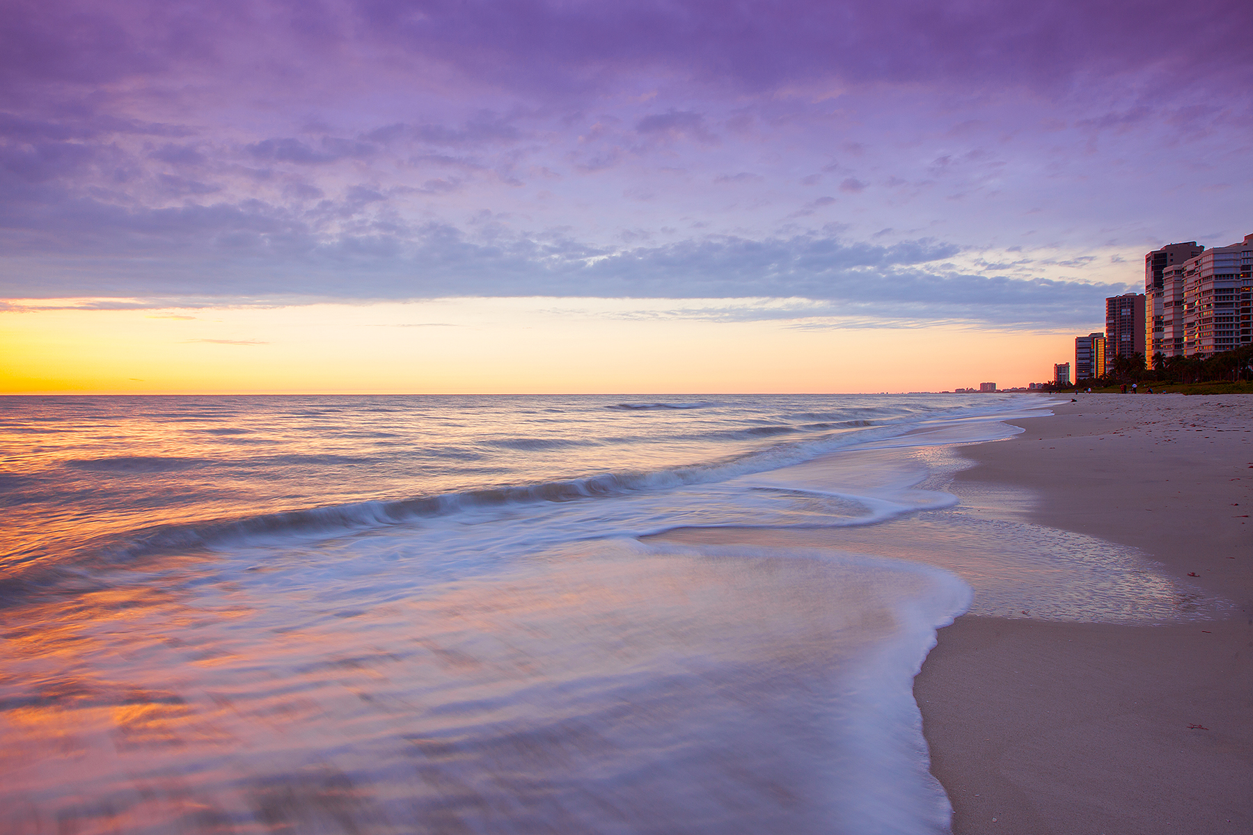 Copropriété pour l Vente à PARK SHORE - LA MER 4051 Gulf Shore Blvd N 1406 Naples, Florida 34103 États-Unis