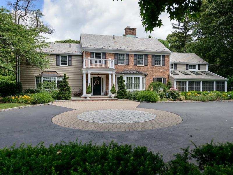 独户住宅 为 销售 在 Colonial 5 Barkers Point Rd Sands Point, 纽约州 11050 美国