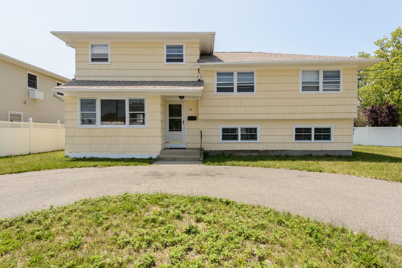 Casa para uma família para Venda às Split 22 Park Lane Pl Massapequa, Nova York 11758 Estados Unidos