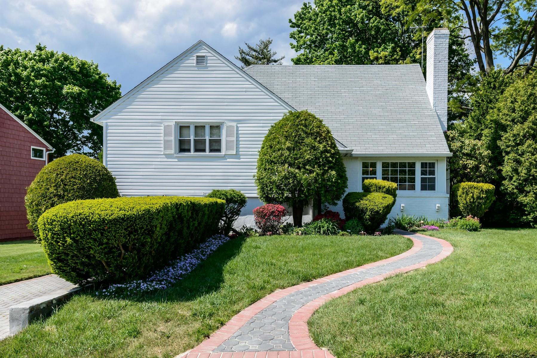 Nhà ở một gia đình vì Bán tại Split 6 Andover Rd Port Washington, New York, 11050 Hoa Kỳ