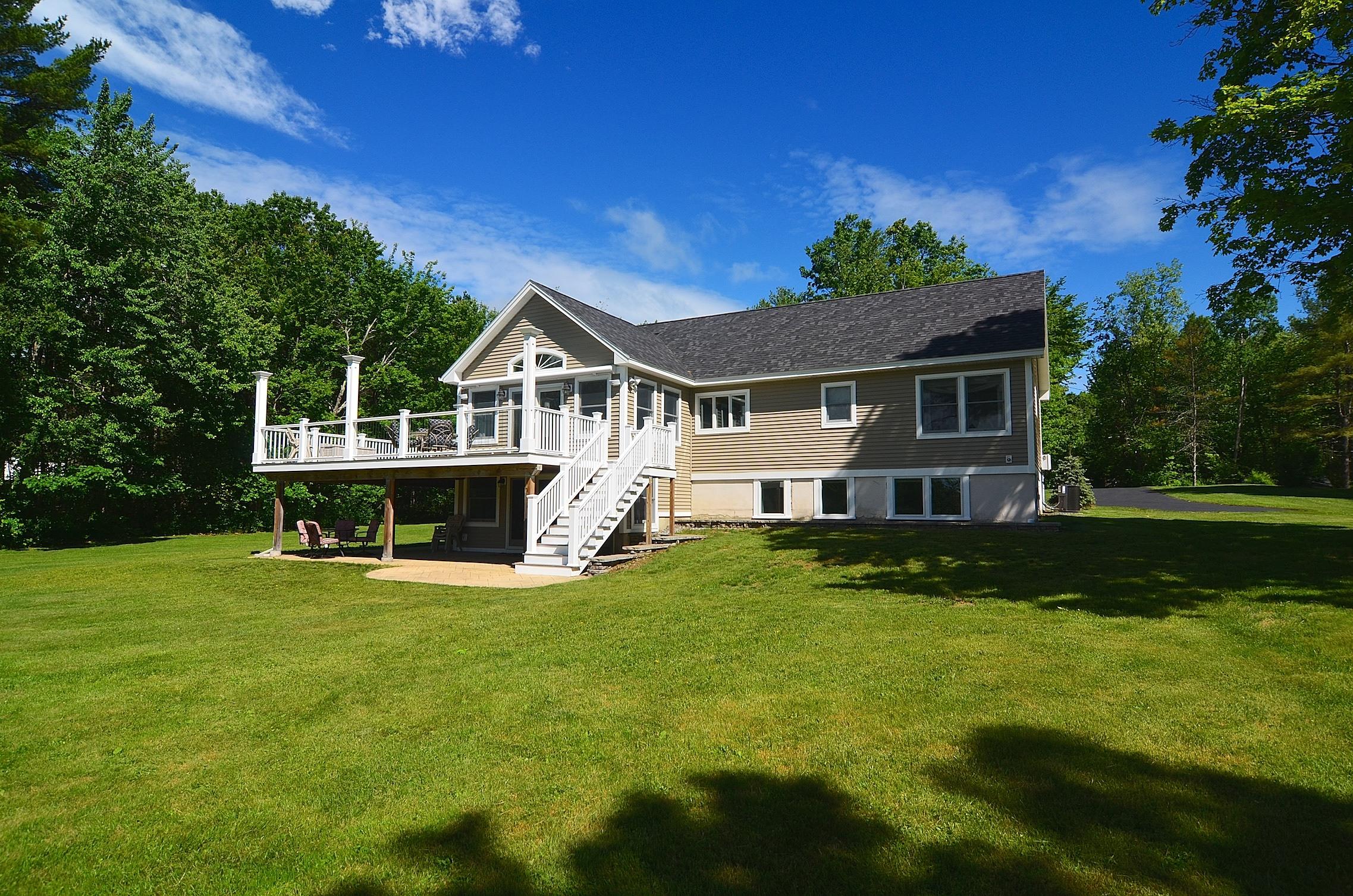 Vivienda unifamiliar por un Venta en 617 Laconia Road, Tilton 617 Laconia Rd Tilton, Nueva Hampshire, 03276 Estados Unidos