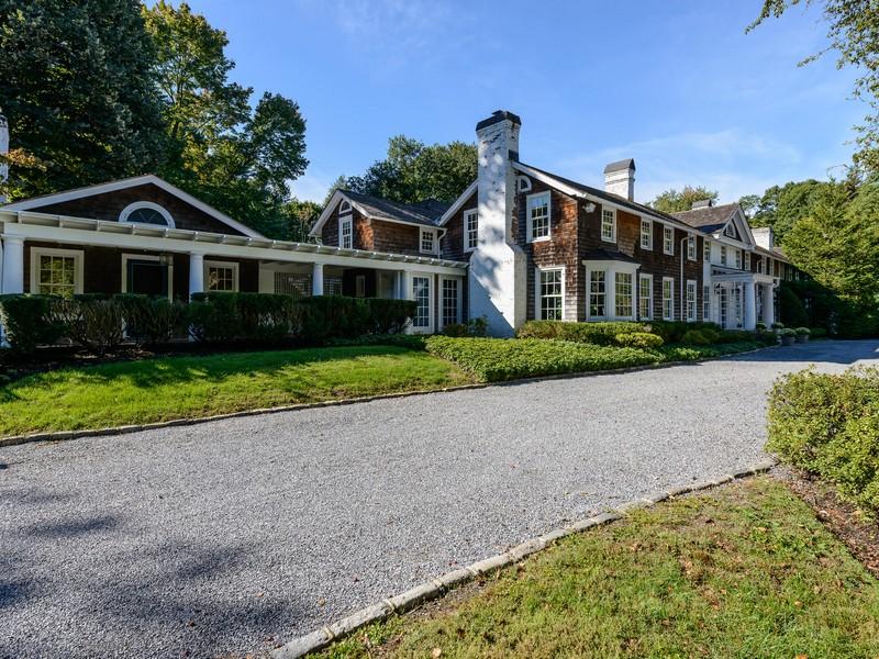 Maison unifamiliale pour l Vente à Colonial Lattingtown, New York 11560 États-Unis