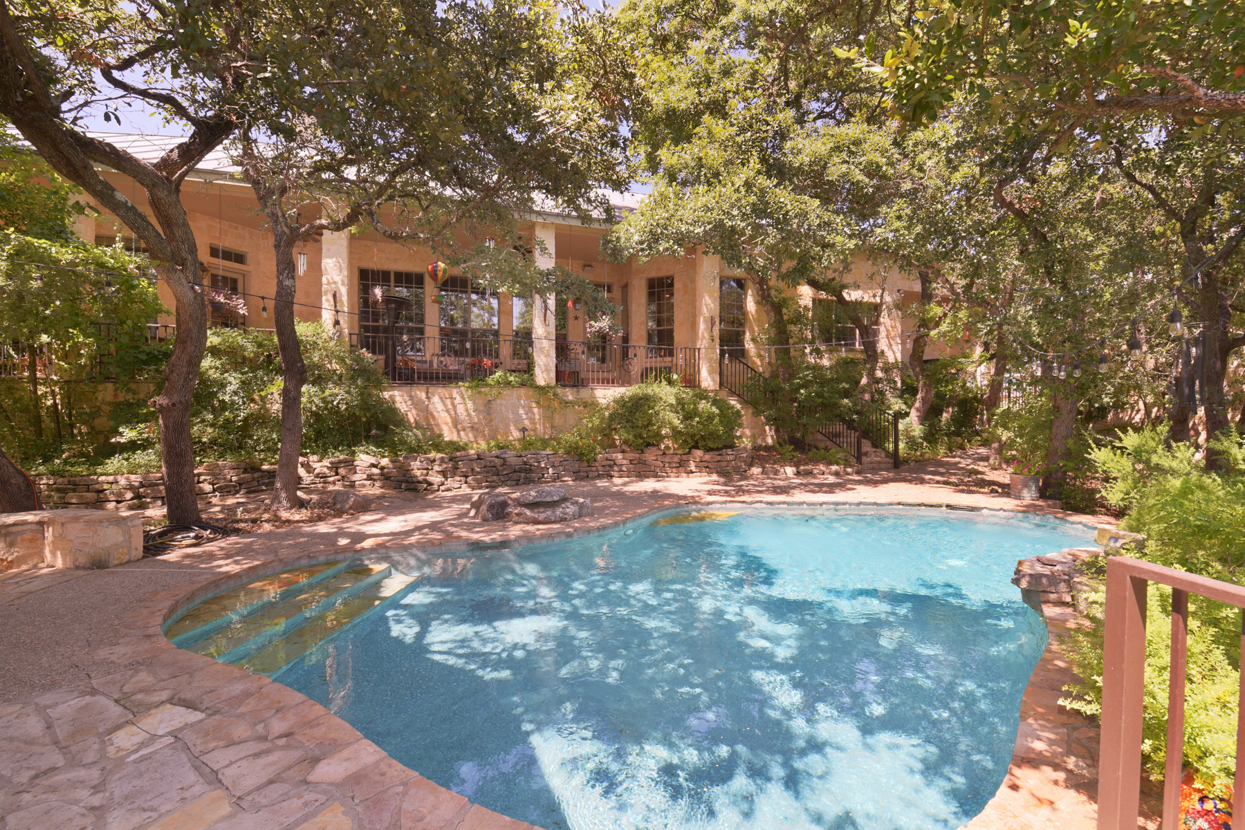 Additional photo for property listing at Breathtaking Gem in The Highlands 9 Braeburn Ct Bulverde, Texas 78163 United States