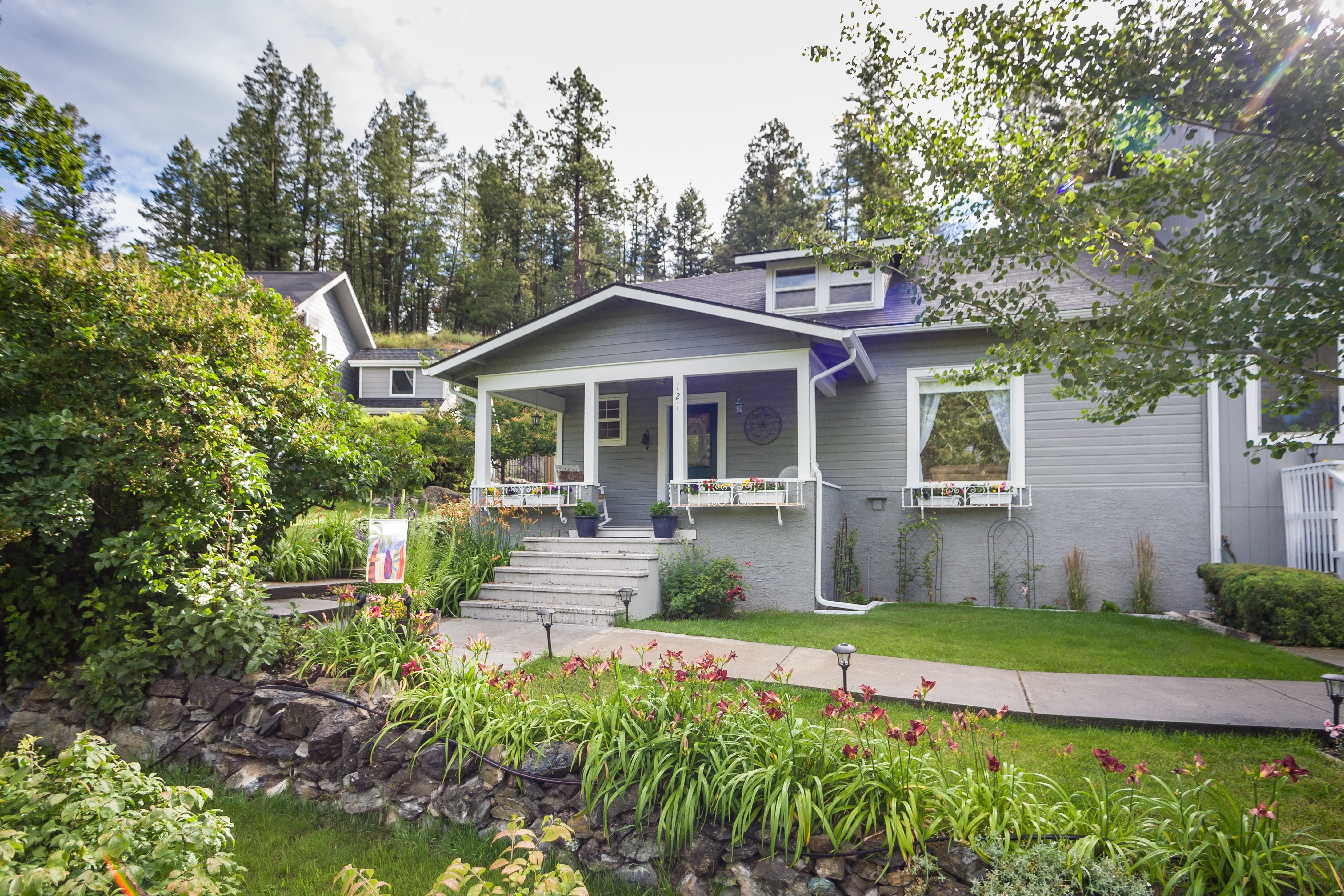 Casa Unifamiliar por un Venta en 121 & 135 Boon Road, Somers, MT 59932 121 & 135 Boon Rd Somers, Montana, 59932 Estados Unidos
