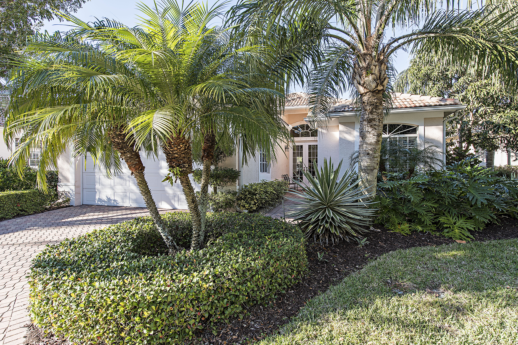 Single Family Home for Sale at Glen Eden 14692 Glen Eden Dr Naples, Florida, 34110 United States