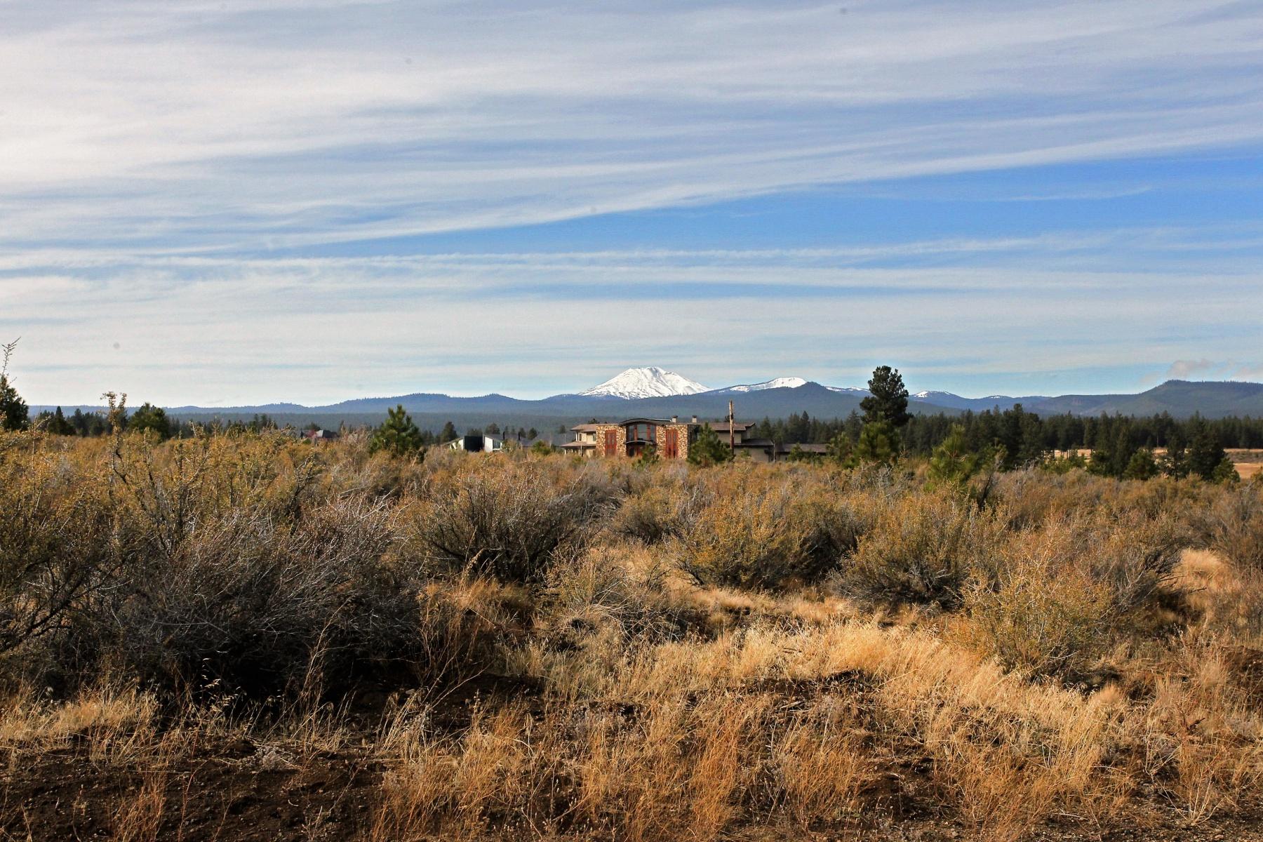 Terreno por un Venta en Tetherow .8 Acre Lot w Mtn Views 61785 Hosmer Lake Dr Lot 333 Bend, Oregon, 97702 Estados Unidos
