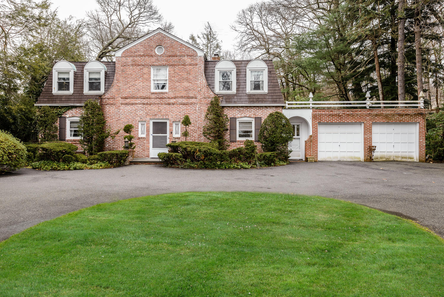 Single Family Home for Sale at Colonial 11 Pine Rd Syosset, New York, 11791 United States