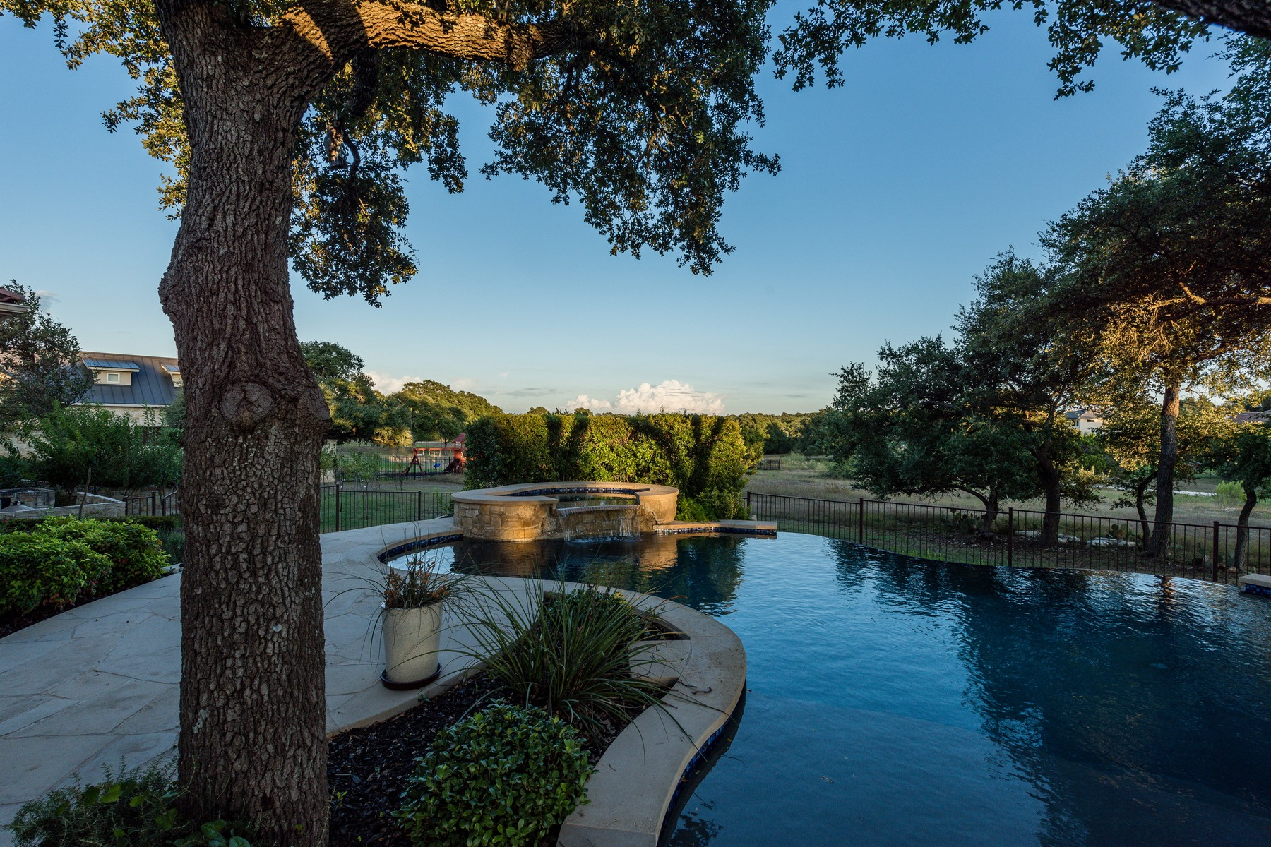 Additional photo for property listing at Private Single Story Estate 7901 Lynchburg Dr Austin, Texas 78738 United States