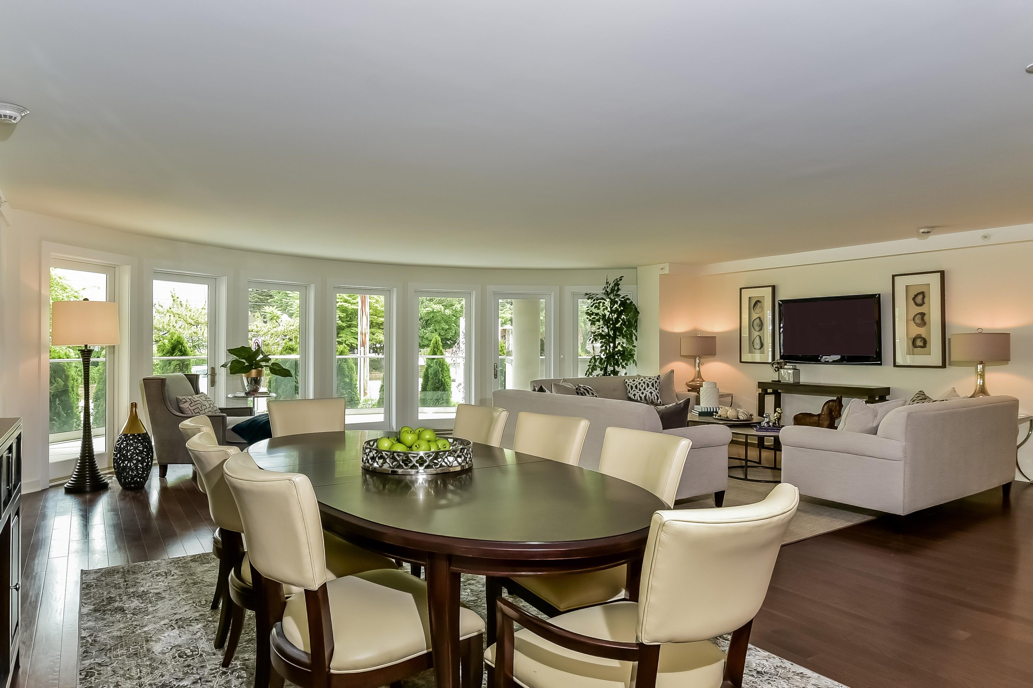 Nhà chung cư vì Bán tại Condo 433 Main St 1 105 Port Washington, New York, 11050 Hoa Kỳ