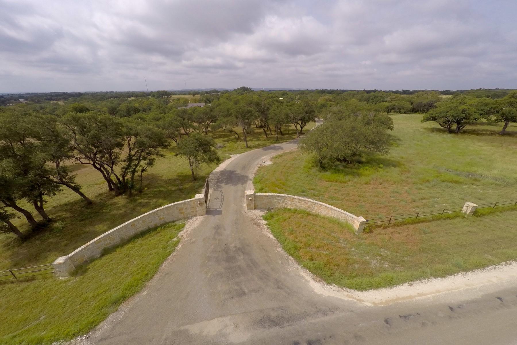 Additional photo for property listing at 194 Landing Lane, Blanco 194 Landing Ln Blanco, Texas 78606 Estados Unidos