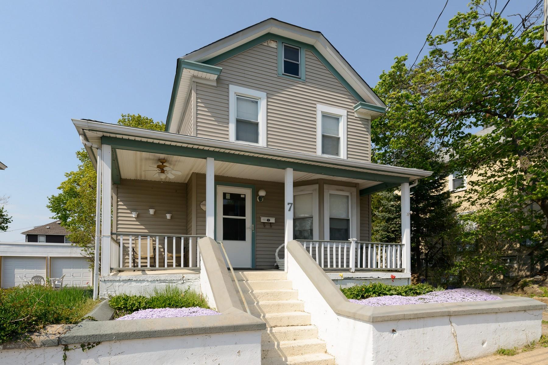 Apartamentos multi-familiares para Venda às Colonial 7 Third St Glen Cove, Nova York 11542 Estados Unidos