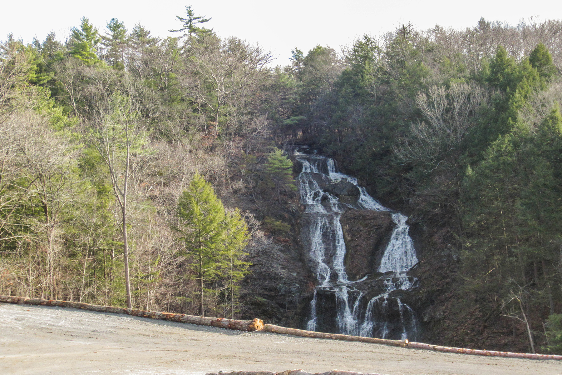 Additional photo for property listing at Amazing Building Lot with 180 Foot Waterfall 00  River Rd East Greenbush, New York 12061 États-Unis