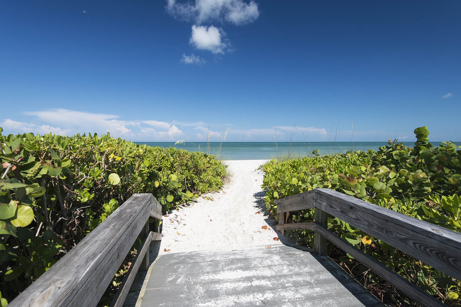 Casa para uma família para Venda às PORT ROYAL - GORDON DRIVE ESTATES 2030 Gordon Dr Naples, Florida, 34102 Estados Unidos