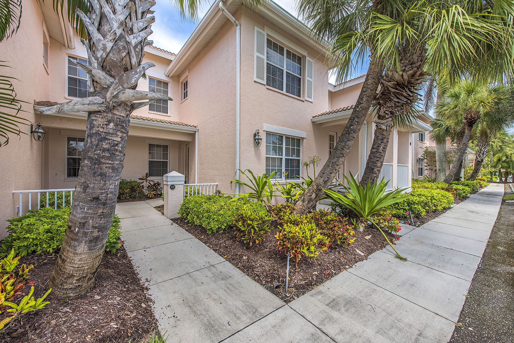 Condominio por un Venta en FIDDLER'S CREEK - WHISPER TRACE 8335 Whisper Trace Way 102 Naples, Florida 34114 Estados Unidos