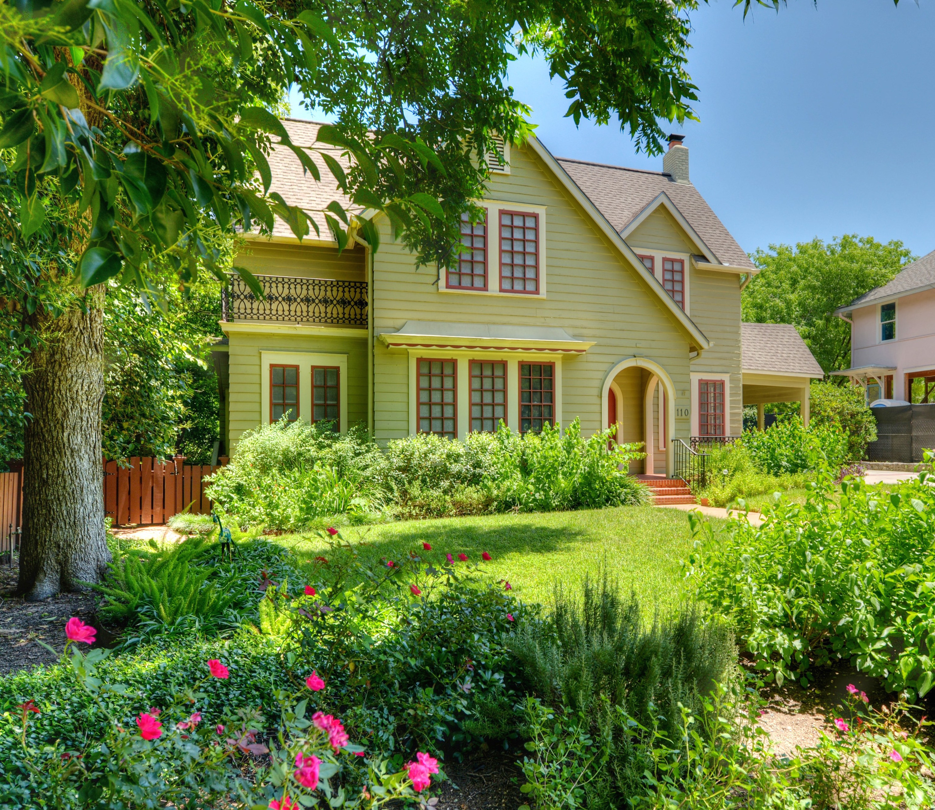Single Family Home for Sale at Heart of Central Austin 110 W 32nd St Austin, Texas 78705 United States