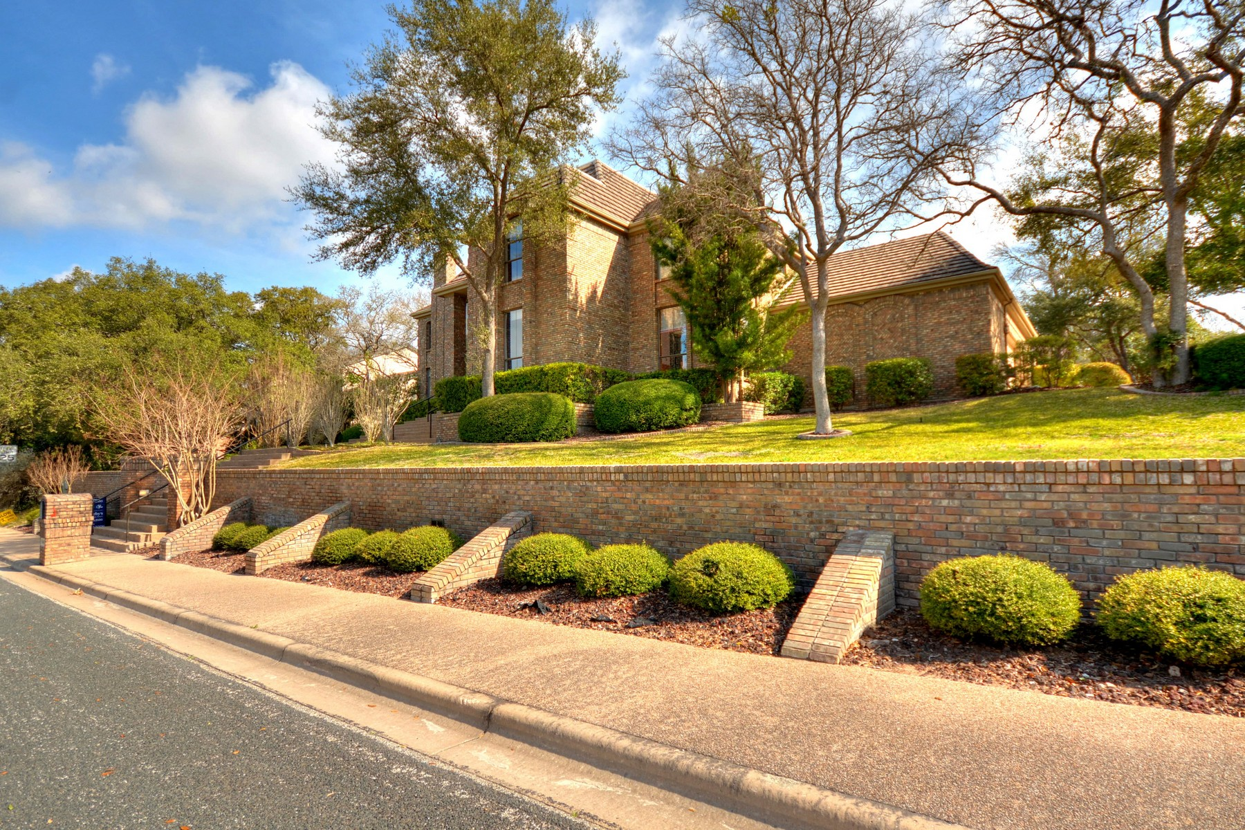 Additional photo for property listing at Majestic Custom in Spicewood at Bullcreek 10401 Lockerbie Dr Austin, Texas 78750 United States