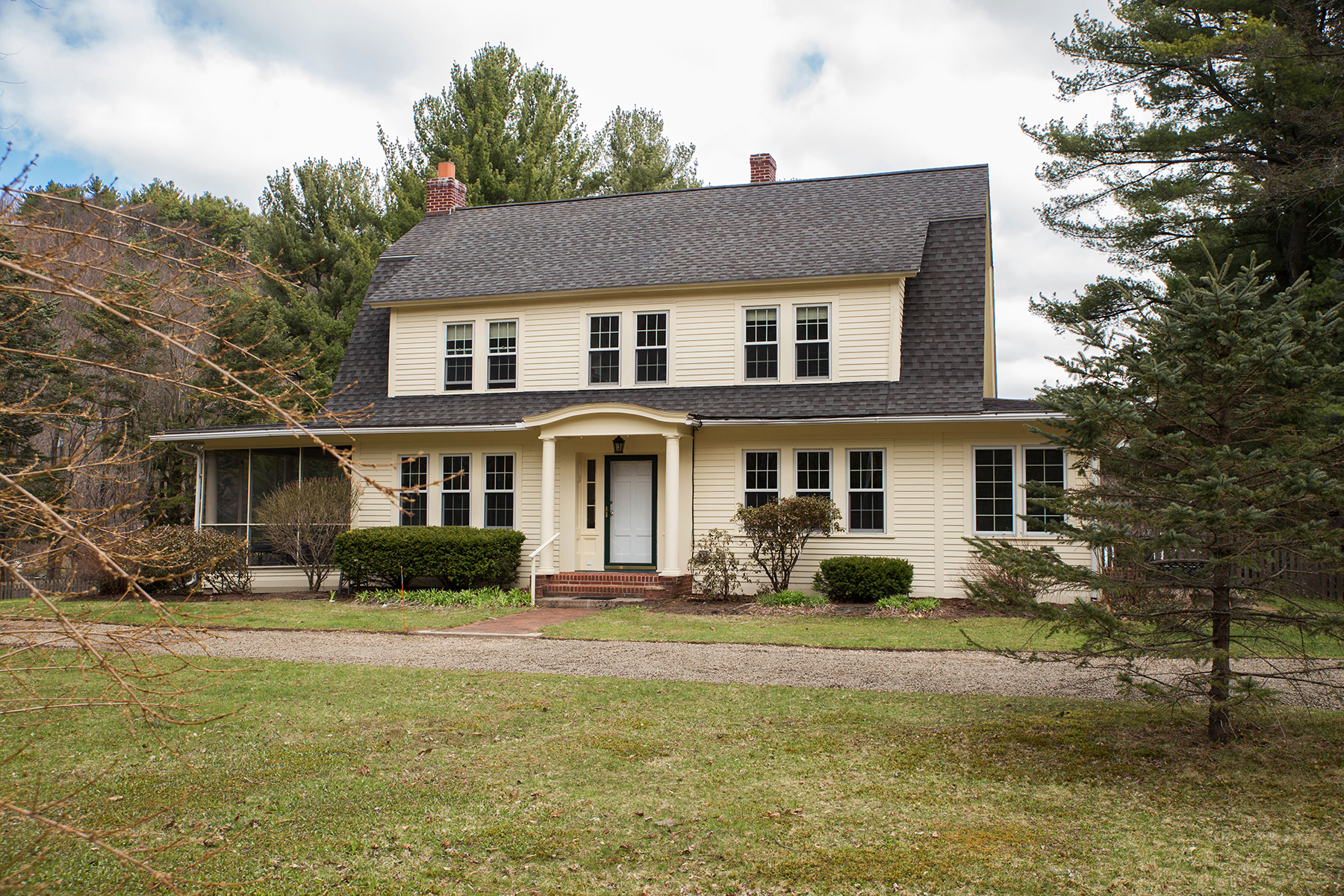 Casa Unifamiliar por un Venta en Lakefront Farm House 2373 State Route 295 Canaan, Nueva York, 12029 Estados Unidos