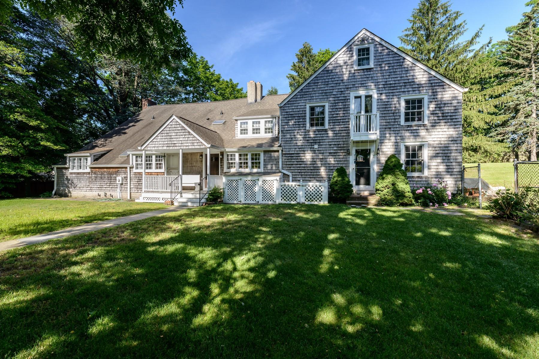 Nhà ở một gia đình vì Bán tại Colonial 45 Town Cocks Ln Matinecock, New York, 11560 Hoa Kỳ