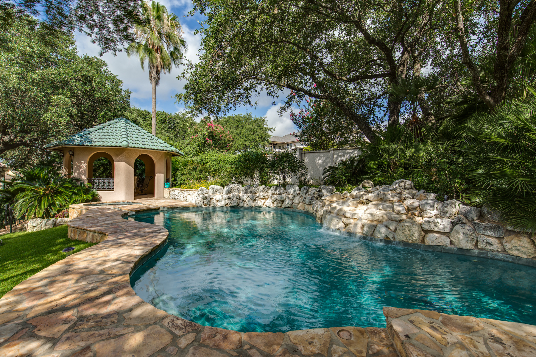 Additional photo for property listing at Stunning Villa in Greystone Country Estates 19122 Nature Oaks San Antonio, Texas 78258 Estados Unidos