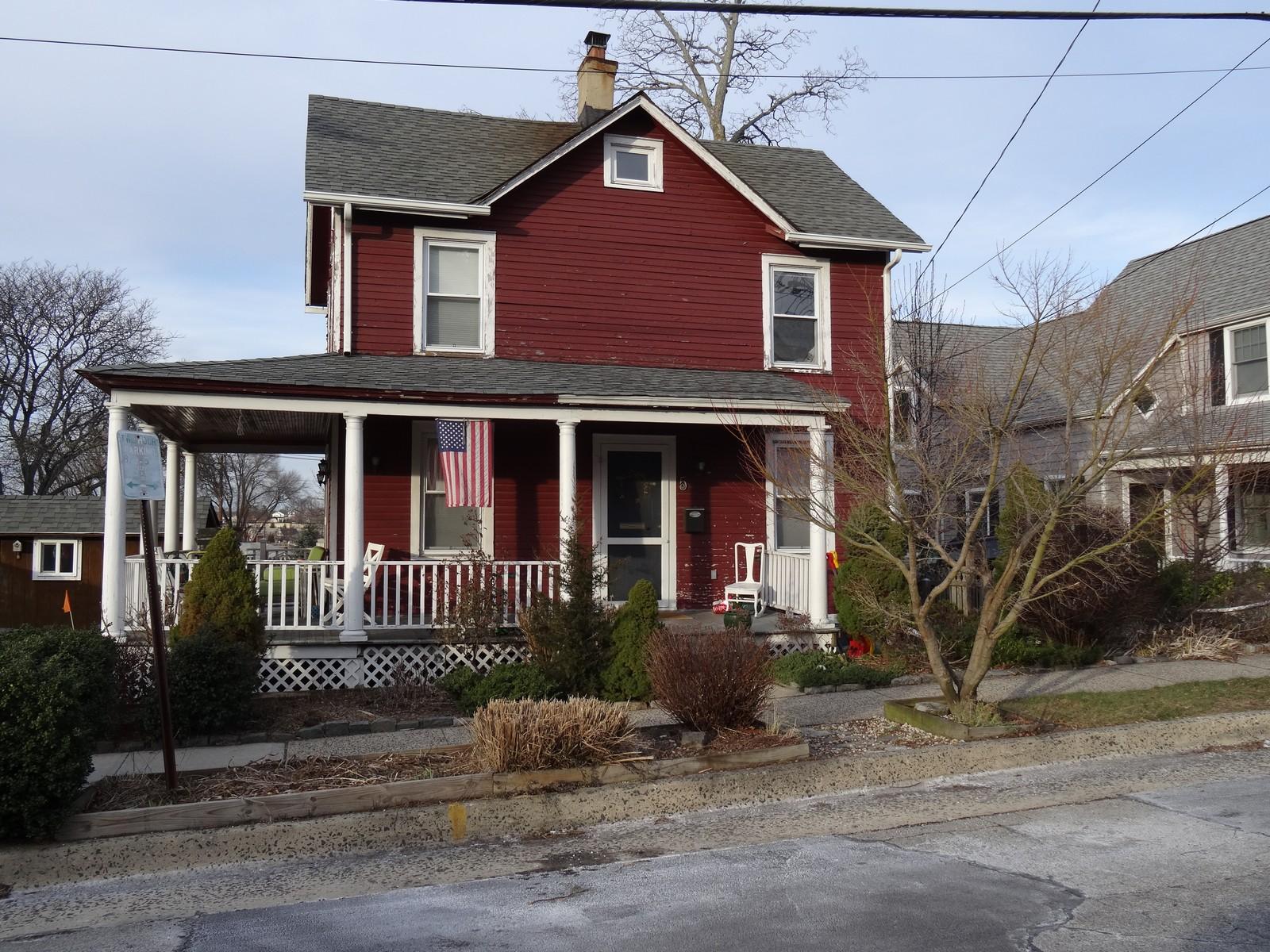 Villa per Vendita alle ore Colonial 5 Covert St Port Washington, New York, 11050 Stati Uniti