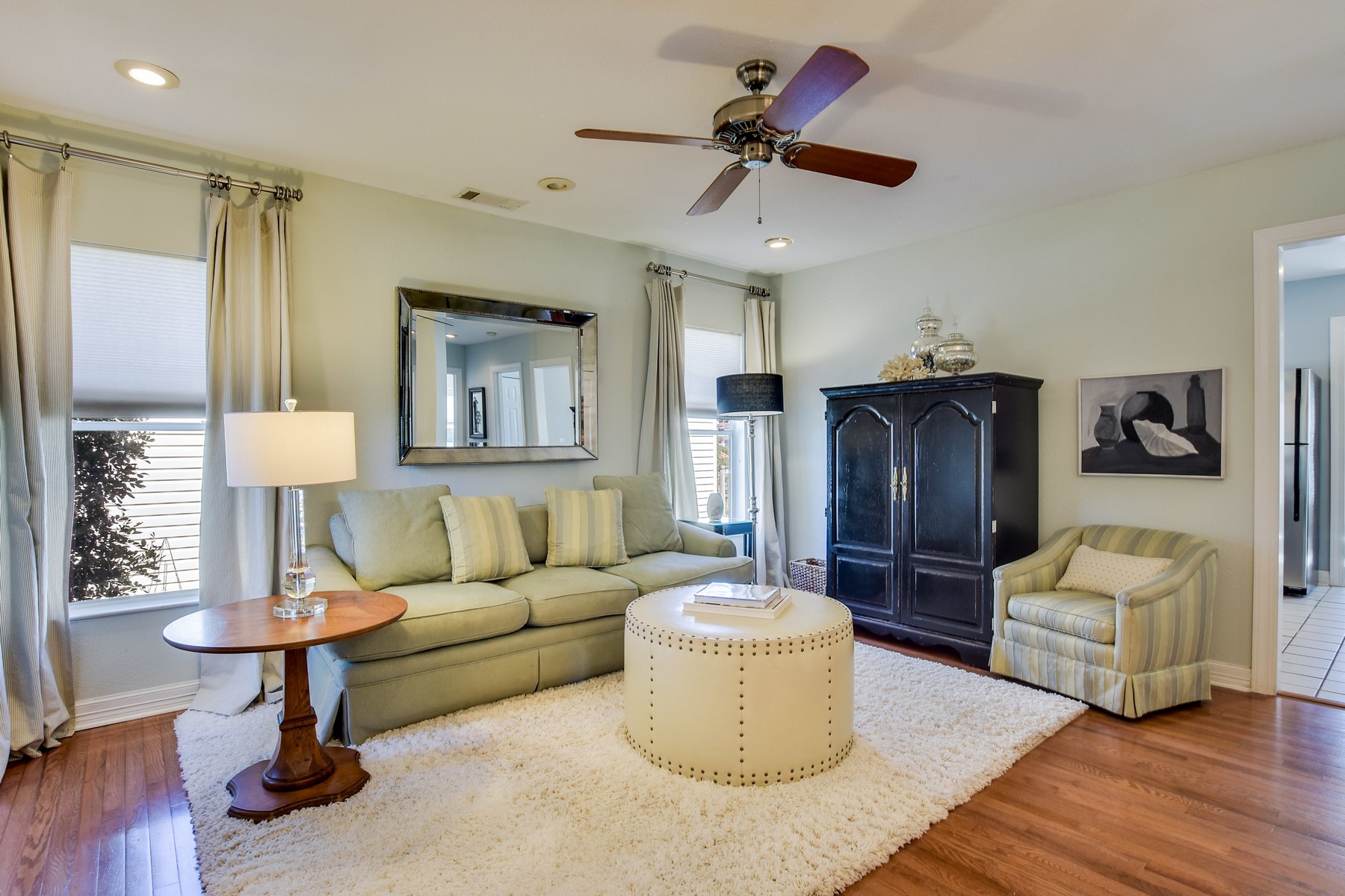 Additional photo for property listing at Elegant & traditional in Brentwood 1412 W 51rst St Austin, Texas 78756 United States