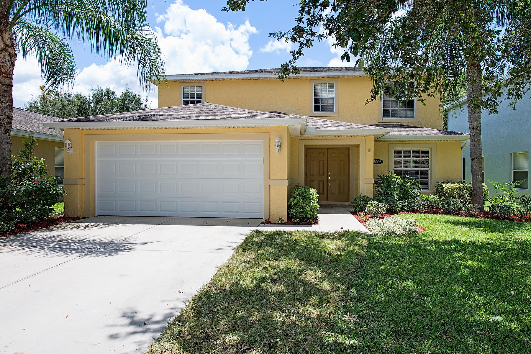 Maison unifamiliale pour l Vente à Indigo Lakes 15093 Topsail Ct Naples, Florida 34119 États-Unis