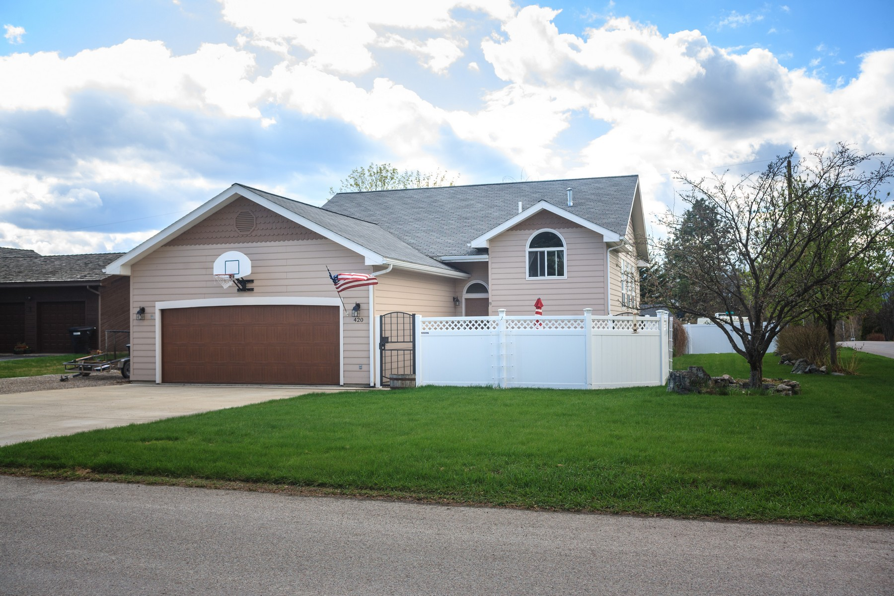 Maison unifamiliale pour l Vente à 420 Crestview Drive 420 Crestview Rd Kalispell, Montana, 59901 États-Unis