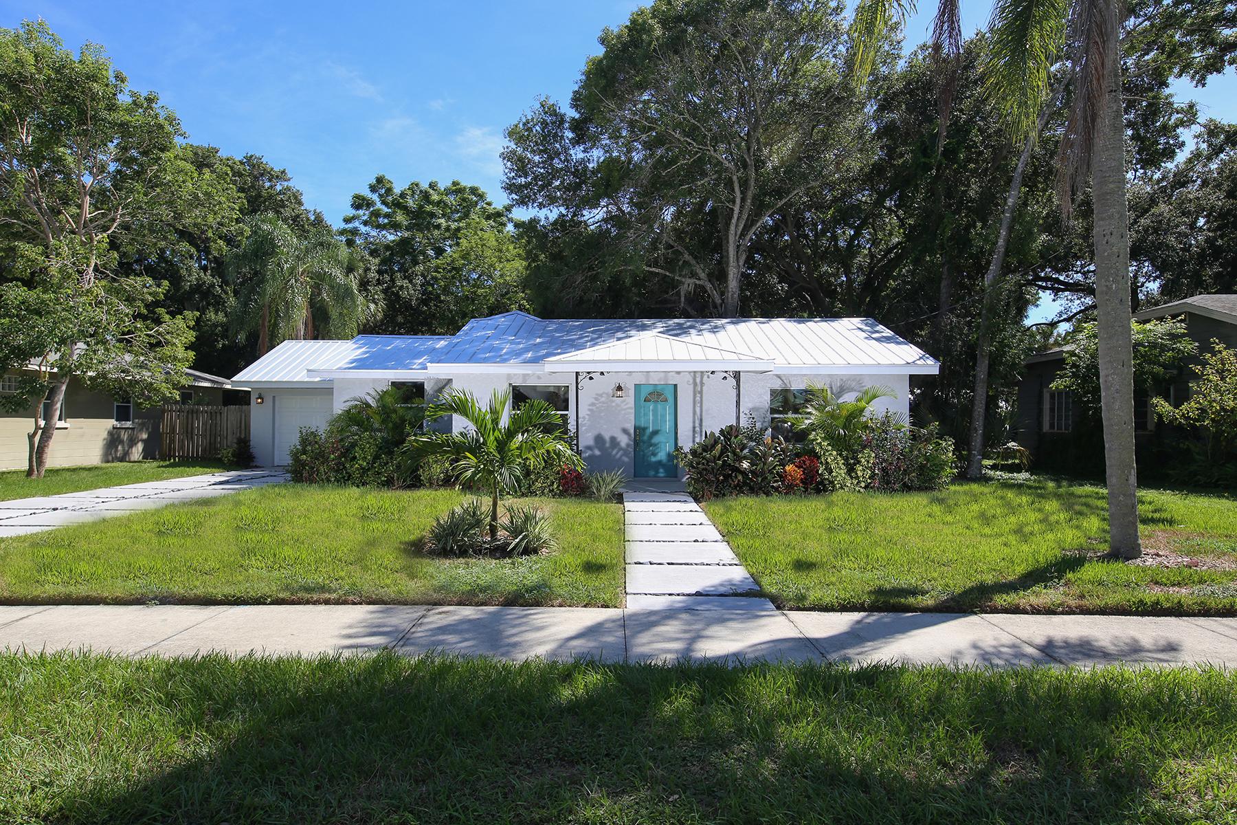 獨棟家庭住宅 為 出售 在 SCHINDLER SUBDIVISION 1754 7th St Sarasota, 佛羅里達州, 34236 美國