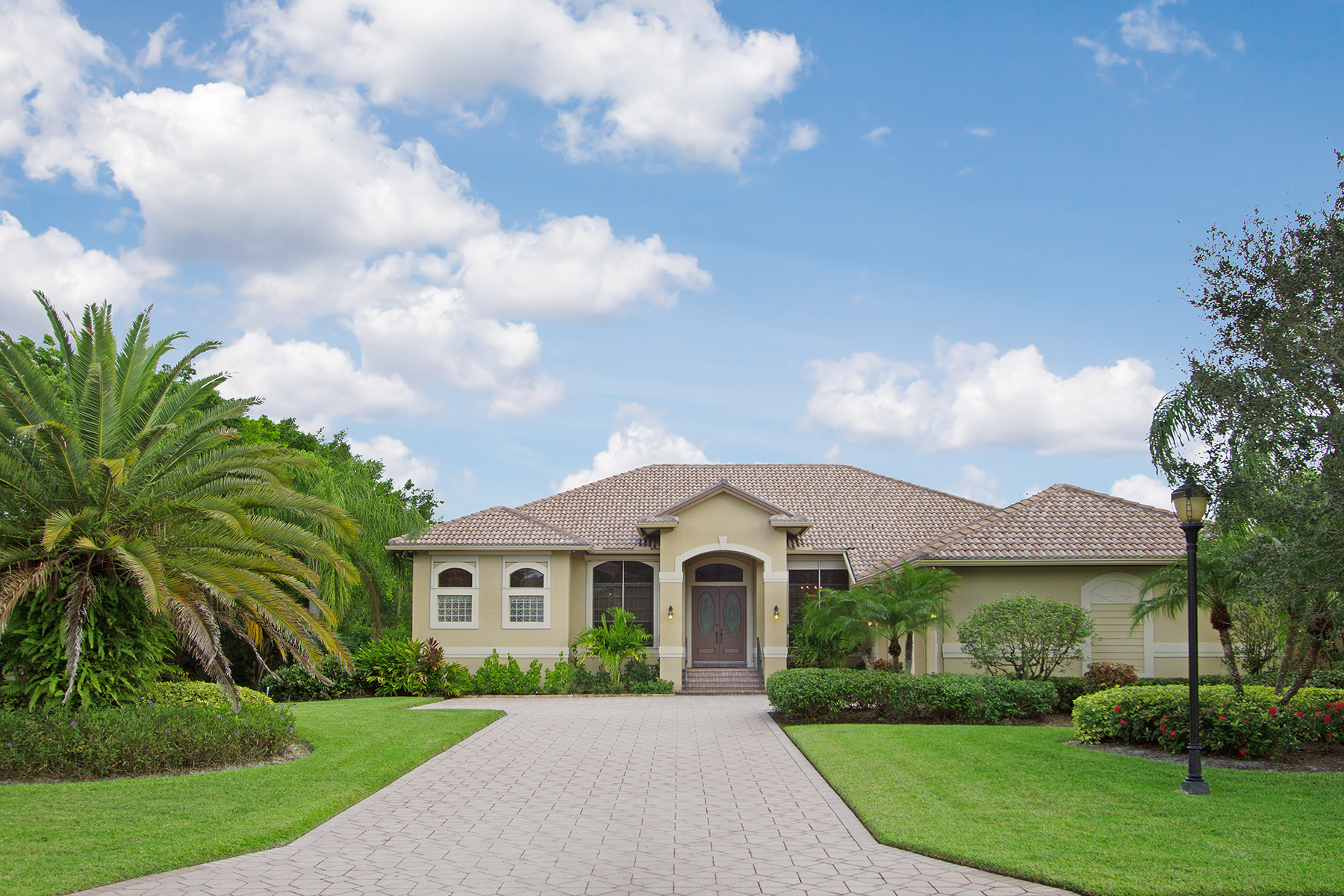 Single Family Home for Sale at DEVONWOOD ESTATES 15541 Old Wedgewood Ct Fort Myers, Florida, 33908 United States