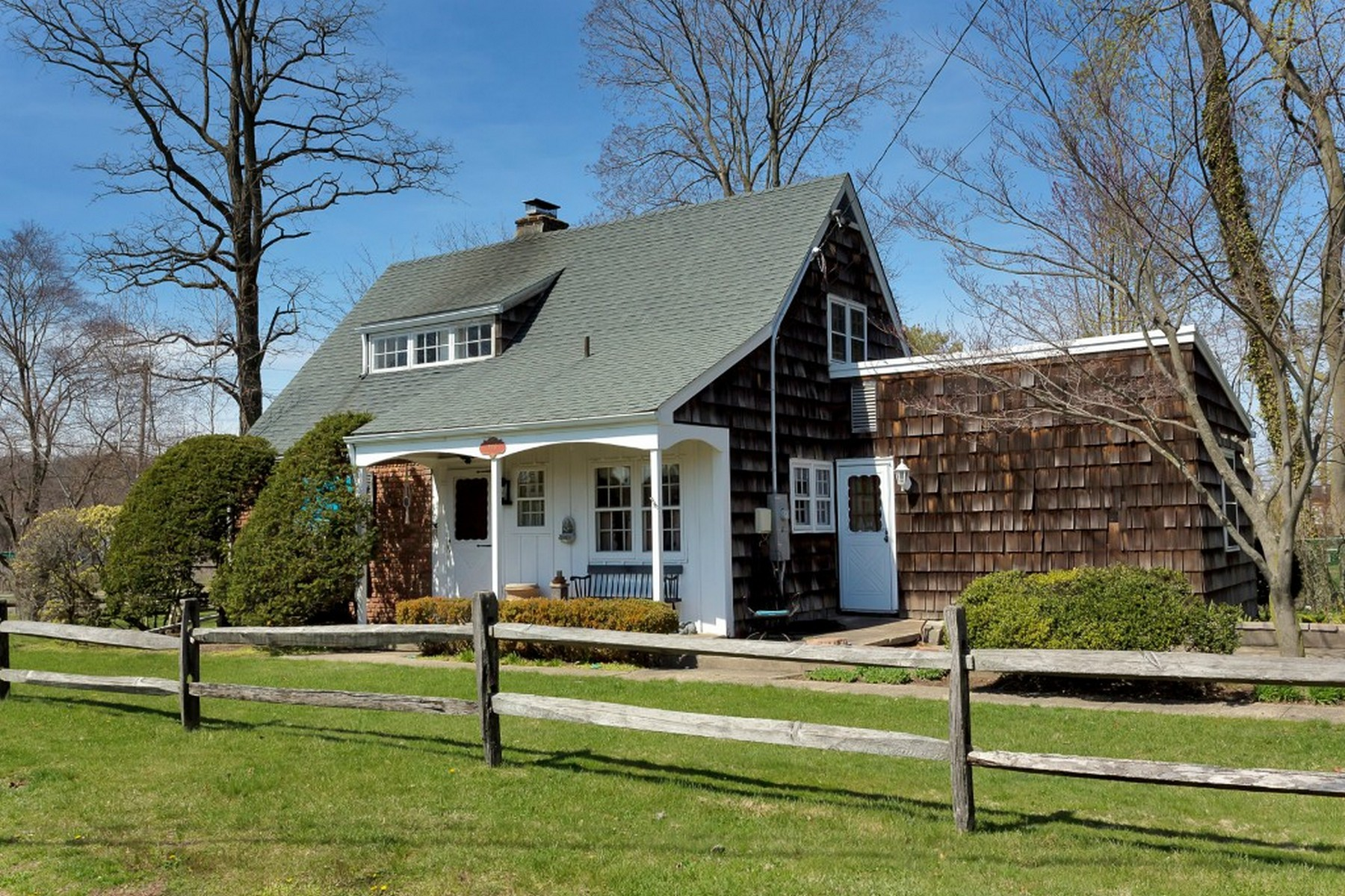 Single Family Home for Sale at Cape 2 Cliftwood Dr Huntington, New York, 11743 United States