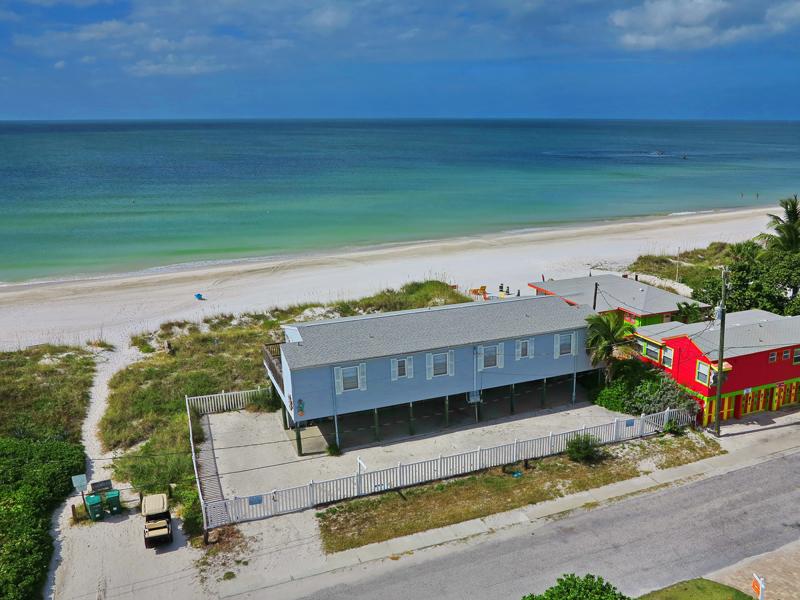 Casa para uma família para Venda às ILEXHURST 2802 Avenue E Holmes Beach, Florida 34217 Estados Unidos